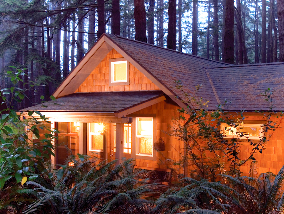 Six romantic getaways that showcase oregon for Romantic cabins oregon